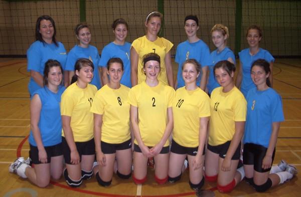 L'équipe de volley-ball féminine de l'Est-du-Québec termine au 2e rang