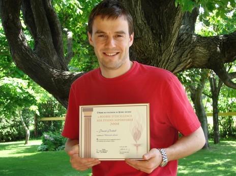 Pascal Bochud reçoit une Bourse d'excellence aux études supérieures de l'Ordre des ingénieurs du Québec.