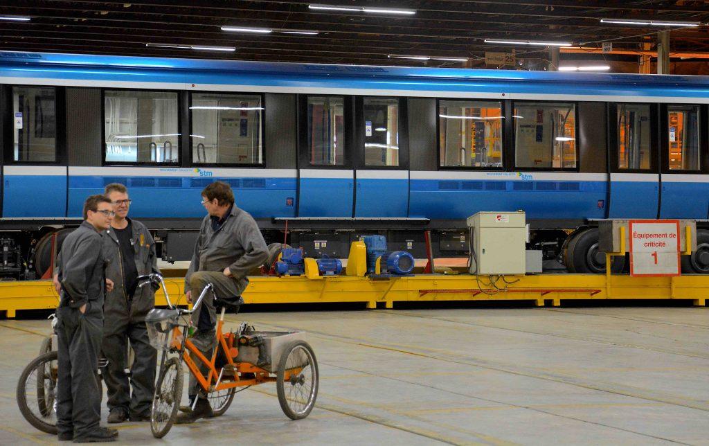 Trains Azur : François Legault dit que Philippe Couillard «vient de voir la lumière»