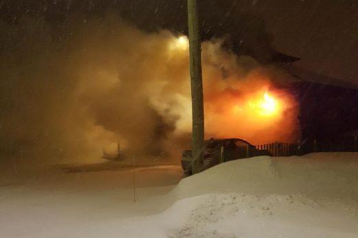 Une famille tirée du lit par un incendie de garage