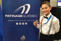 Un patineur à une compétition provinciale
