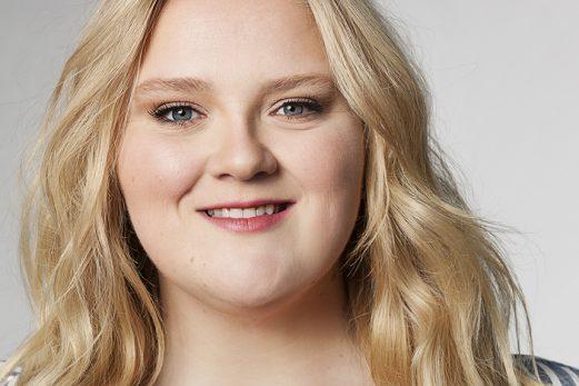 Debbie Lynch-White : Entre actrice et chanteuse