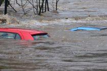 Derrière l'eau et les inondations